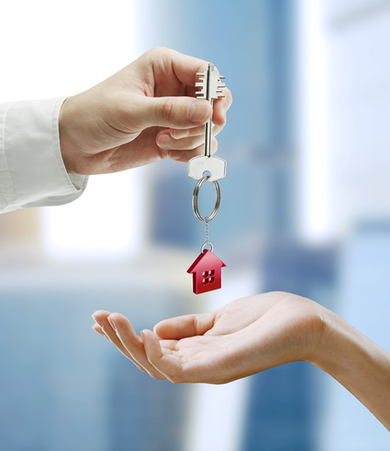 Giving girlfriend key to apartment
