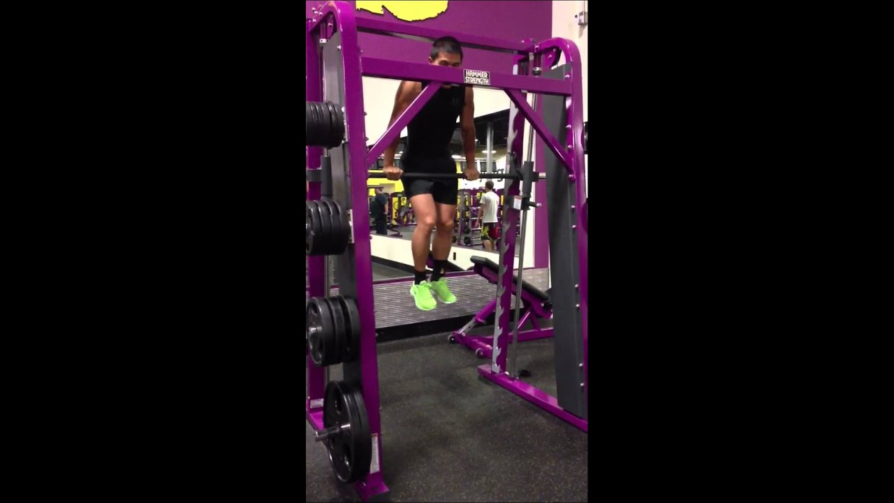 Does planet fitness have squat racks