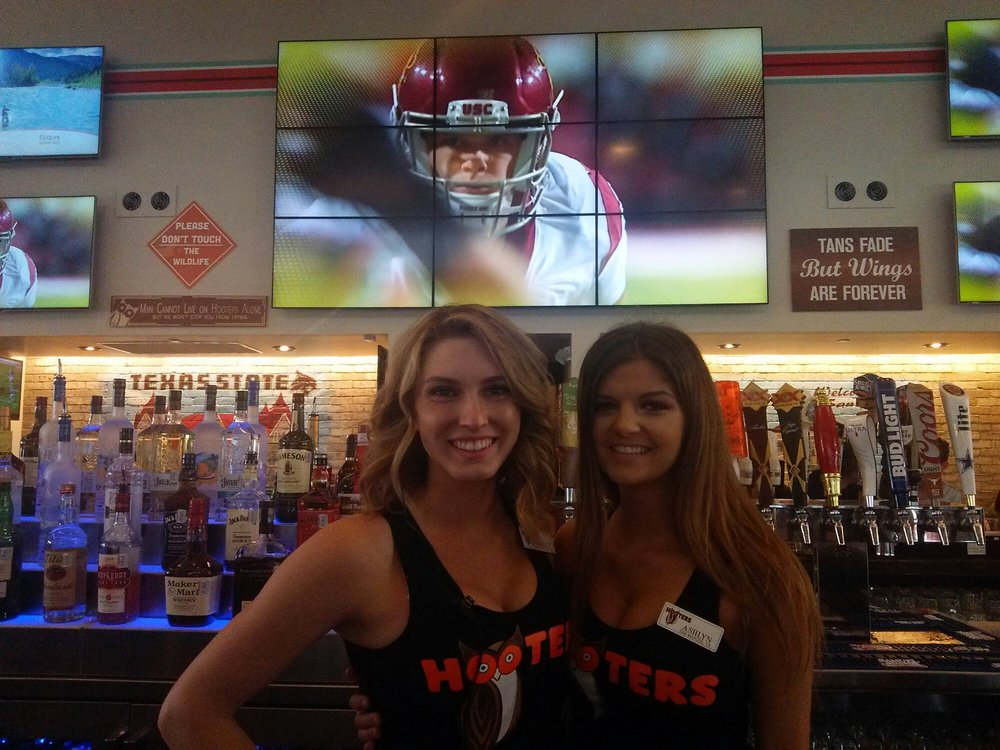 Hooters san marcos tx